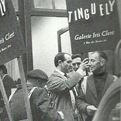 Los hombres-anuncios en la exposición de Jean Tinguely en 1959