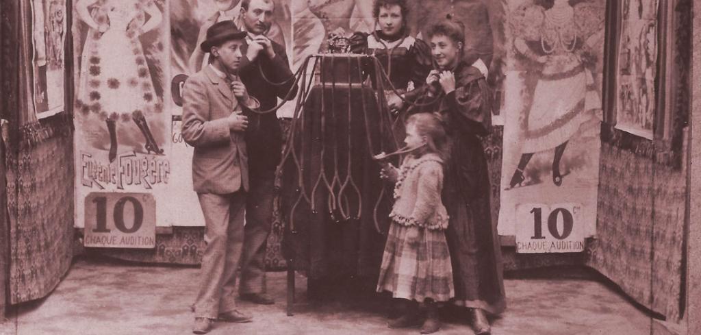 audicion-en-el-theatre-electrique-grenier-1895-phonorama-1