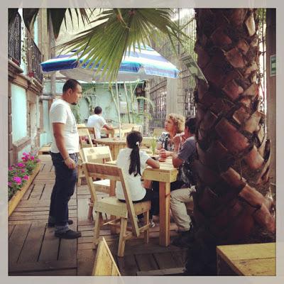 Bar_en_Casa_fusio_n_en_Mexico_amueblado_con_palets_6